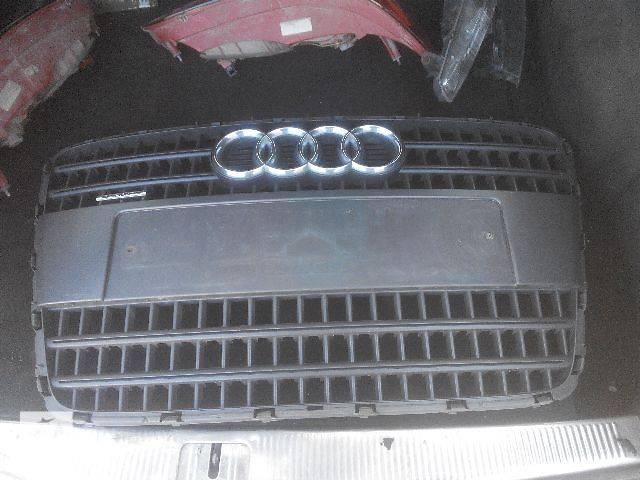 купить бу б/у Детали кузова Решётка радиатора Легковой Audi Q7 2007 в Львове