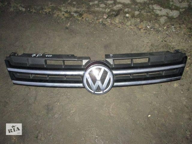 купить бу Решётка радиатора Volkswagen Touareg 2011 в Ковеле