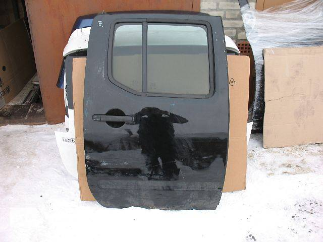 купить бу б/у Двери/багажник и компоненты Дверь задняя Легковой Nissan Navara 2008 в Луцке