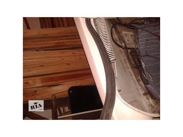 купить бу б/у Двери/багажник и компоненты Уплотнитель крышки багажника Легковой Audi 100 1987 в Житомире