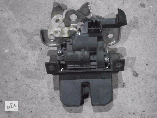 купить бу б/у Двери/багажник и компоненты Замок крышки багажника Легковое авто Skoda SuperB New в Луцке