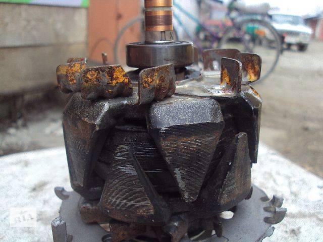 бу Б/у генератор/щетки для хэтчбека Volkswagen Golf V 2006 в Львове