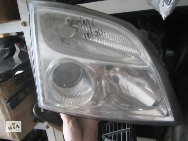 купить бу Б/у фара правая на Opel Vectra C 2003 года в Киеве