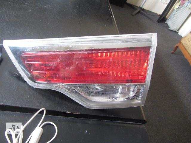купить бу Б/у фонарь задний внутренний правый на Toyota Highlander 2013 года в Киеве