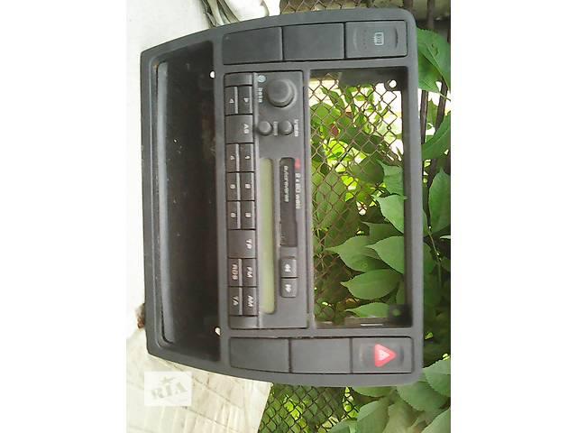 купить бу б/у Компоненты кузова Автомагнитола Легковой Volkswagen Passat Седан 1997 в Жидачове