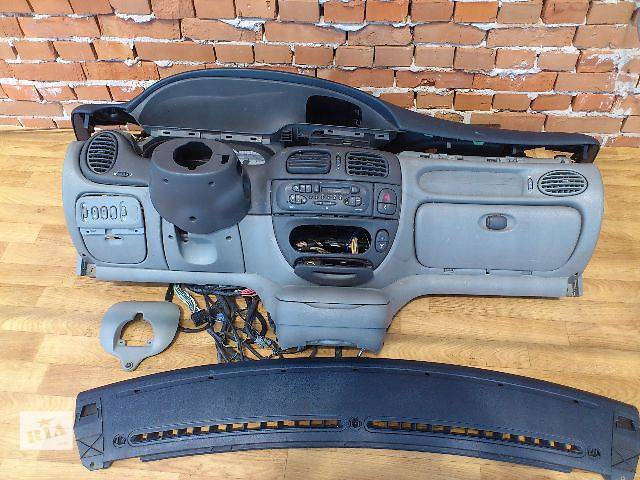 купить бу б/у Компоненты кузова Торпедо/накладка Легковой Renault Scenic Хэтчбек 2000 в Львове