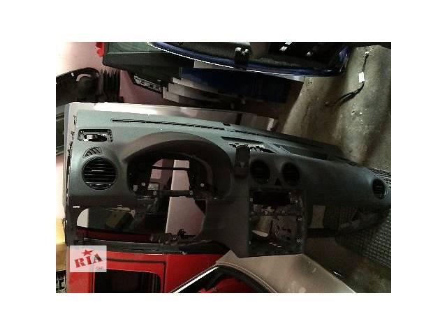 продам б/у Компоненты кузова Торпедо/ Панель накладка Легковой caddy, golf v, golf plus, jetta,caravella multivan   бу в Львове