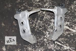 б/у Кронштейн усилителя бампера Toyota Carina