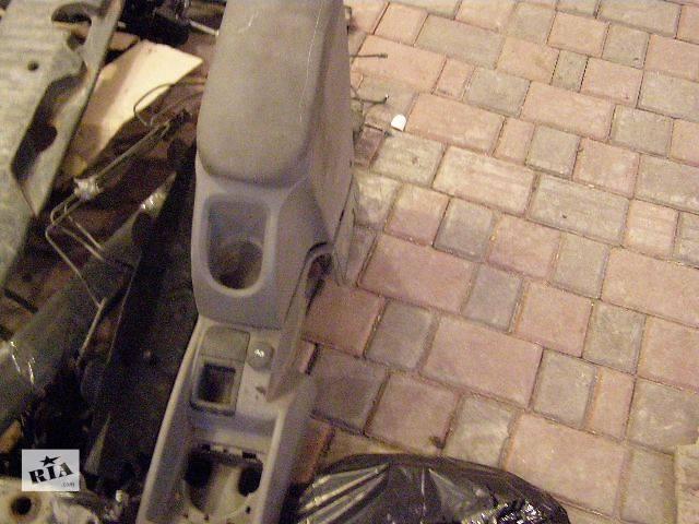 купить бу Б/у Підлокотнік Легковой Renault Kangoo пасс. 2010 в Дубно (Ровенской обл.)