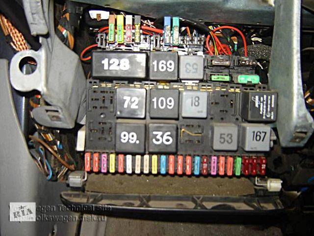 Passat B5 Fusebox Location moreover T9305215 12 volt socket in together with 2002 Jetta Fuse Box Diagram besides 2006 Vw Passat B6 Fuse Box Diagram additionally Vw Passat B6 2005 Fuses Overview. on vw passat b6 2005 fuses overview