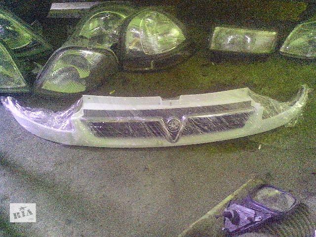 продам Б/у решётка радиатора для легкового авто Opel Vivaro(англ) бу в Ковеле
