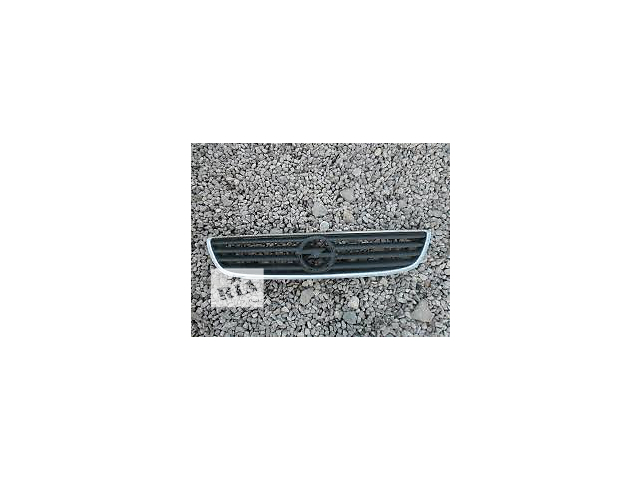 продам Б/у решётка радиатора для легкового авто Opel Zafira бу в Киеве