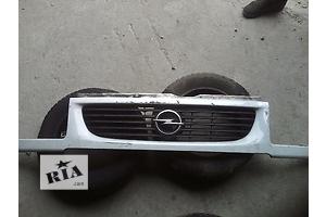 б/у Решітка радіатора Opel Movano груз.