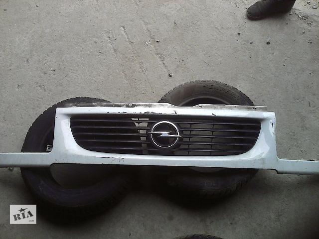 купить бу Б/у решітка радіатора для легкового авто Opel Movano 2004 в Ивано-Франковске