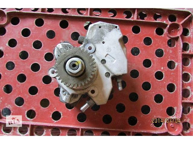 купить бу Б/у топливный насос высокого давления A6420700501 для легкового авто Mercedes Sprinter 318CDi 518CDi 2007 в Хусте