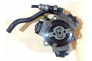 б/у Топливные насосы высокого давления/трубки/шестерни Opel Astra H Caravan