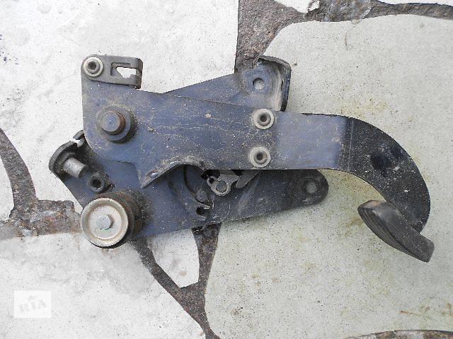 продам б/у Тормозная система Педаль ручника Легковой Mercedes Vito пасс. 2000 бу в Чопе