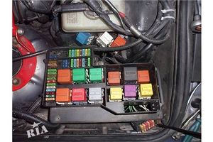 б/у Корпус блока предохранителей BMW 3 Series (все)