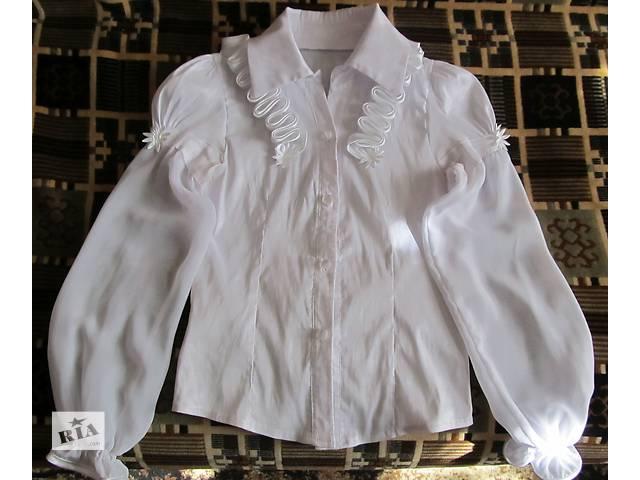 Белая нарядная школьная блузка 134р- объявление о продаже  в Дружковке