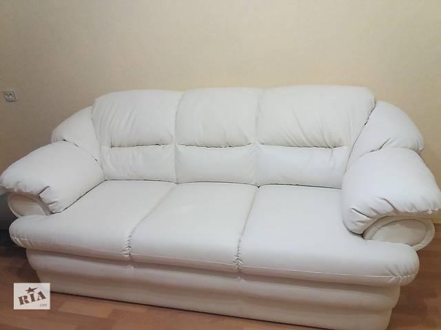 купить бу Белый кожаный прямой трёхместный диван с выдвижным ящиком в Хмельницком