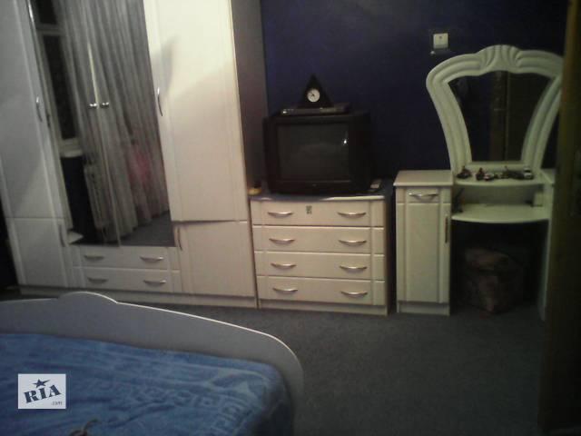 продам белый спальный гарнитур бу в Черновцах