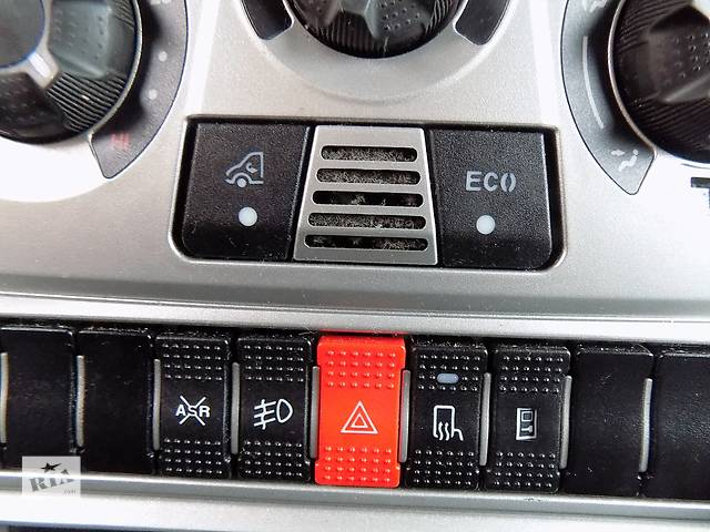 купить бу Блок кнопок в торпеду Iveco Daily Івеко Ивеко Дейлі Дейли 35518  3.0  IV 2006-2011. в Ровно