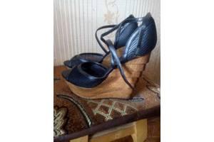 Женская обувь Queen