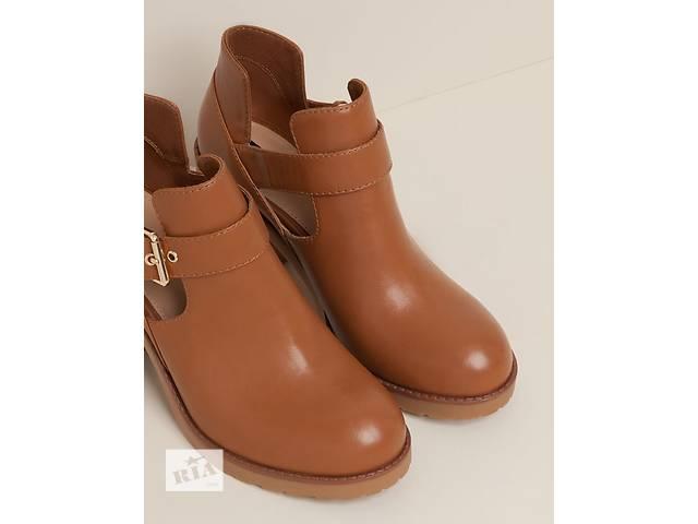 бу Ботинки на каблуке с боковыми вырезами Pull&Bear в Черновцах