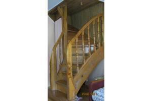 б/у Деревянные лестницы
