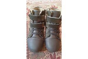 б/в Детские осенние ботинки