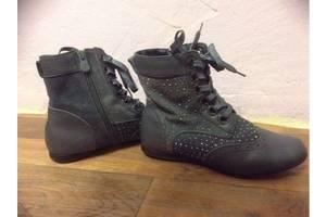 б/в Дитячі черевики Шалунішка