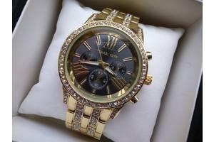 Новые Наручные часы женские Guess