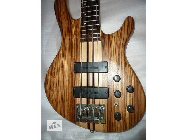 купить бу Cort A4 Бас-гитара в Донецке