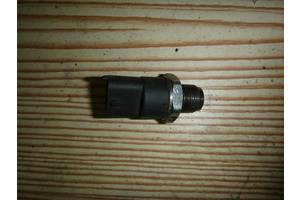 б/у Датчик давления топлива в рейке Renault Master груз.