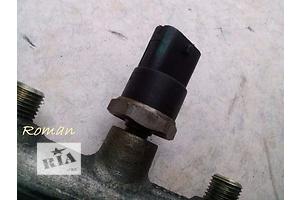 Датчики давления топлива в рейке Opel Vivaro груз.