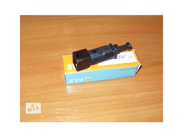 продам Датчик под педаль тормоза ( черного цвета на 2 контакта )  FAE  Испания  на  1.9 / 2.0 / 2.5dci - RENAULT TRAFIC / OPEL  бу в Луцке