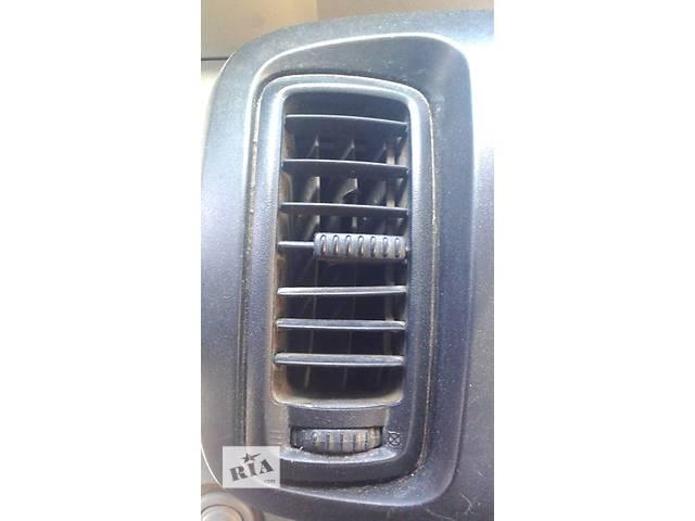 купить бу Дефлектор салона Opel Vivaro Опель Виваро Рено Трафик 2001-2012г. в Ровно
