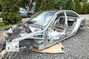 Четверти автомобиля Mercedes E-Class