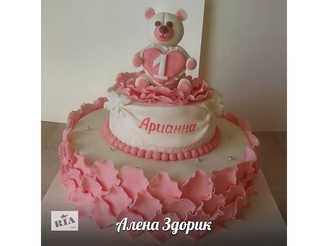 продам Детский торт в бело-розовых тонах с лепестками роз и мишкой бу в Киеве