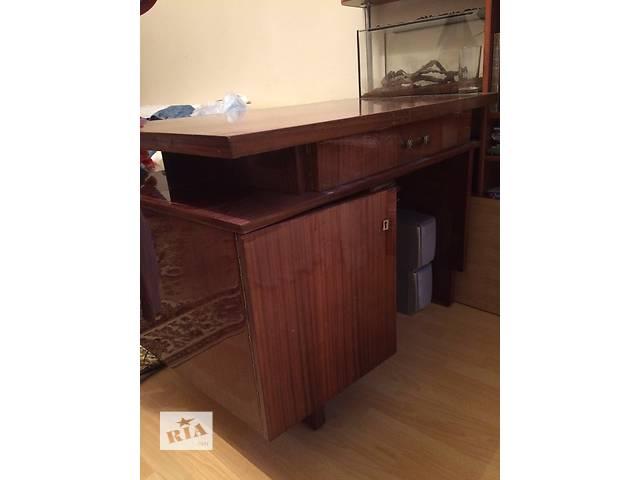 продам добротный массивный письменный стол в отличном состоянии бу в Ивано-Франковске
