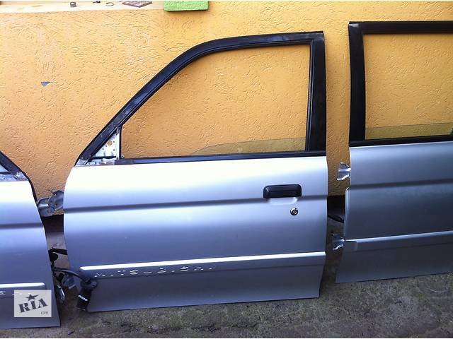 купить бу  Дверь передняя для  Mitsubishi Pajero Sport в Ровно