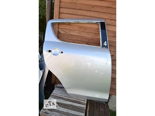 бу  Дверь задняя для легкового авто Suzuki Swift в Ровно