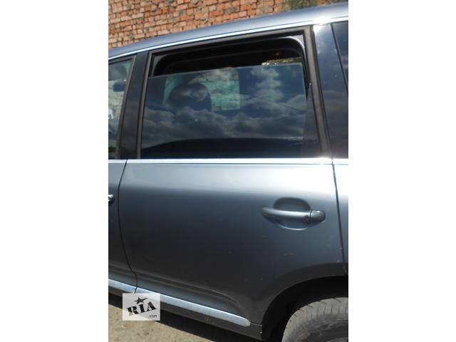 купить бу Дверь задняя двері задні левая L и правая R Volkswagen Touareg Туарег 2002 - 2009 в Ровно