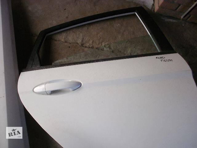 купить бу Двери/багажник и компоненты Стекло двери Легковой Ford Fiesta Хэтчбек 2009 в Нововолынске