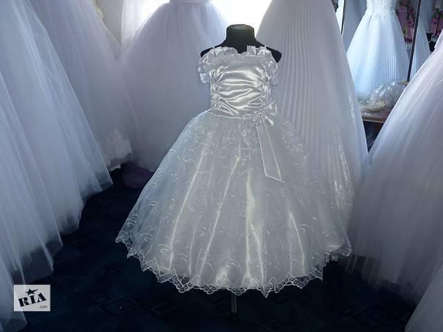 продам дитячі нарядні плаття всь бу в Тернополе