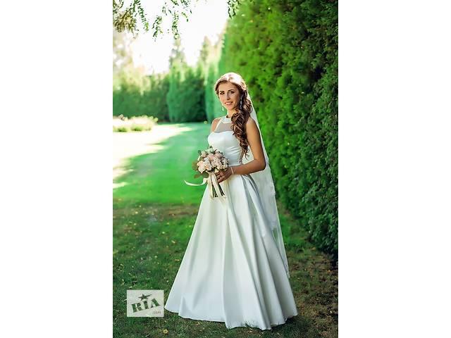 продам Эксклюзивное атласное свадебное платье цвета айвори бу в Киеве