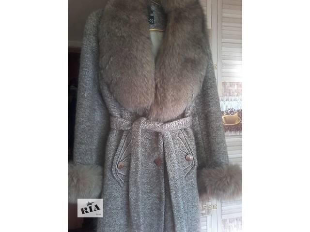 купить бу Элегантное пальто с натур. песцом в Покровске (Красноармейск)