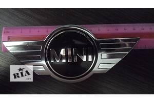 Эмблема MINI