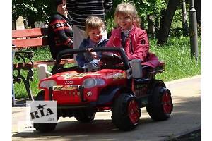 Emobili. Детский джип гризли  с кожаными сиденьями в комплекте