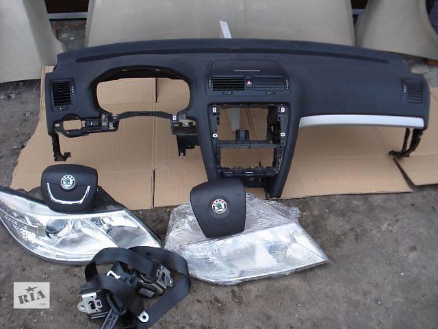 купить бу Фара Skoda Octavia A5 от 2005 до 2013 в Львове